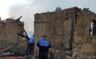 Bursa'da 150 yıllık tarihi ev küle döndü
