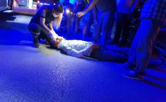İki kez devrilen motosikletten düşen sürücü yaralandı.