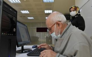 86 yaşında bilgisayar kullanmayı öğrendi