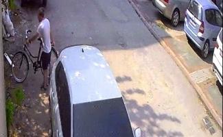 Bisiklet çalarken kameralara yakalandı