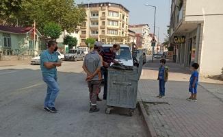 İnegöl'de Kur'an ve dini kitaplar çöpe atıldı