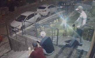 Önce dinlendiler, sonra soydular, o anlar güvenlik kamerasına yansıdı