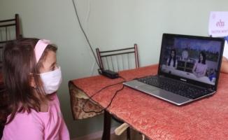 (Özel) Uzaktan eğitim için köye sınırsız internet bağlattı, kahve okula dönüştü