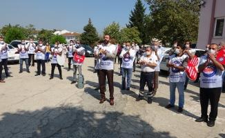 Sağlık çalışanları alkışları bakanlık yetkililerine iade etti