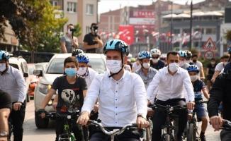 Sosyal mesafeli bisiklet turu