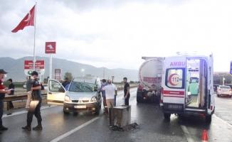 Yavaşlayan trafikte önündeki tankere çarptı: 1 yaralı