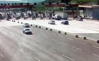 Bursa'da lüks cipin otoban gişelerindeki kaza anı kameralara yansıdı