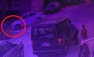 Bursa'da oyun oynayan çocuğa araç çarptı o anlar kameraya yansıdı