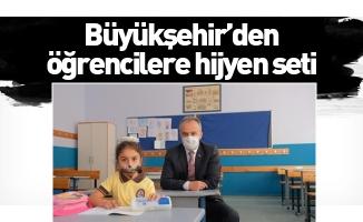 Büyükşehir'den öğrencilere hijyen seti