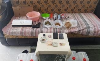 Fare ilacıyla uyuşturucu yapıp satan 3 kişi yakalandı