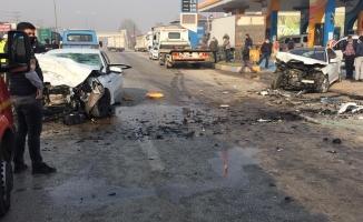 Bursa'da iki otomobilin çarpıştığı kazada bir kişi öldü, 4 kişi yaralandı