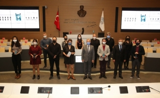 Türk tiyatrosu yeni eseler kazandı