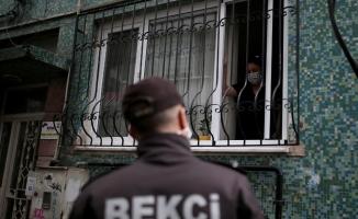 Bursa'da düdük çalarak karantinadaki vatandaşları denetliyorlar