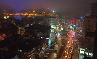 Bursa'da kısıtlamaya saatler kala yoğun trafik oluştu