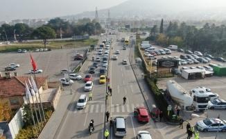 Bursa'da 'önce yaya' uygulamasında sürücüler tek tek durdurulup bilgilendirildi