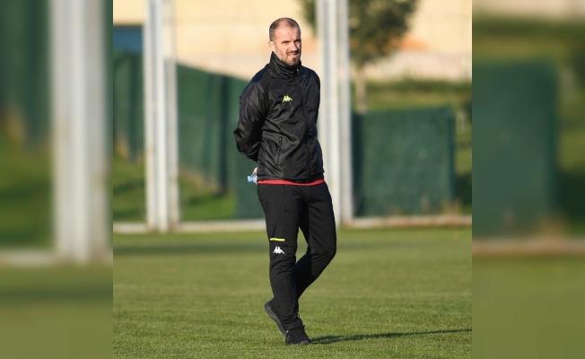 """Bursaspor Teknik Direktörü Mustafa Er: """"Başımızı kaldırıp yola devam edeceğiz"""""""