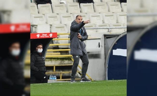Bursaspor Teknik Direktörü Mustafa Er, geçen sezonun gerisinde kaldı