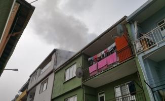 Yangın mahalleliyi sokağa döktü