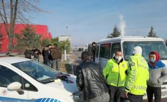 Korsan servis trafikten men edildi, işçiler araçla eve götürüldü