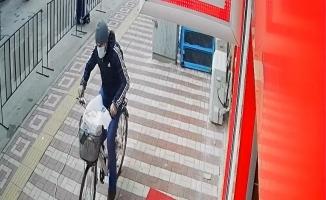 Bursa'da bisiklet hırsızlığı güvenlik kamerasına yansıdı