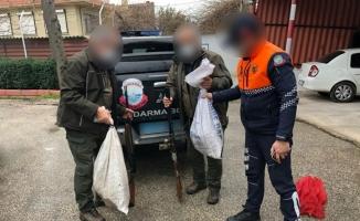 Bursa'da gölde kaçak avcılık yapan iki kişi yakalandı