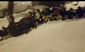 Bursa'da kar çılgınlığı...45 kadın aynı anda böyle kaydı