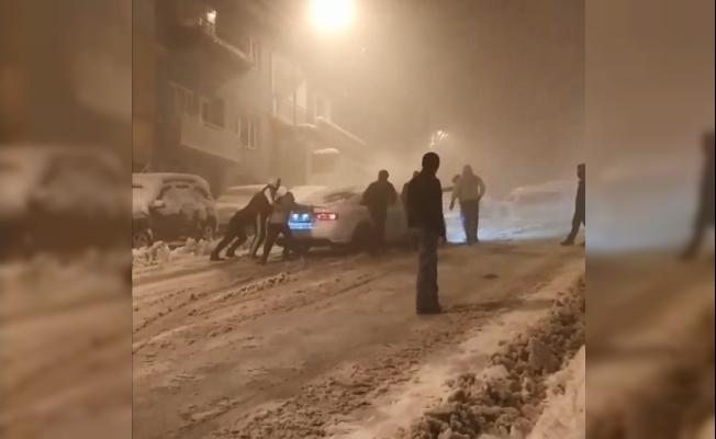 Bursa'da kar kazaları kamerada...Sürücüler zor anlar yaşadı