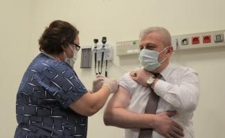 Bursa'da sağlık çalışanlarından aşı uygulamasına yoğun ilgi