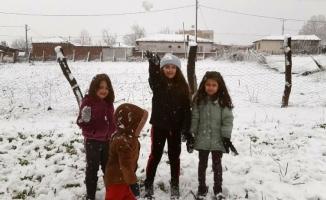 Bursa'ya kar yağışı başladı, keyfini çocuklar çıkarttı