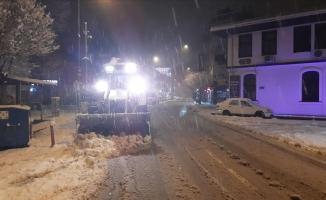 İnegöl'de ekiplerin kar mesaisi