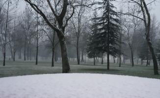 İnegöl'de kar yağışı etkili olmaya başladı
