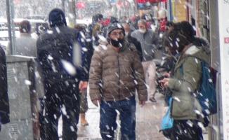 İnegöl'de kar yağışı kısa sürdü