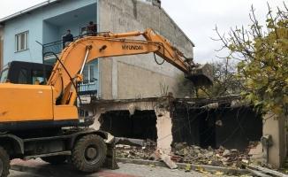 Osmangazi'de metruk binalar tehlike olmaktan çıkıyor