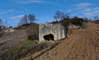 (Özel) Bursa'da 2 bin yıllık kaya mezarın, Romalı soylu bir bürokrat ve ailesine ait olduğu ortaya çıktı