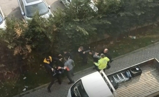 (Özel) Bursa'da araç çekme kavgası kamerada