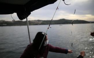 (Özel) Bursa'da balıkçı kadınlar 40 yıllık oltacılara taş çıkardı
