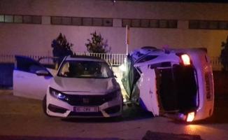 İnegöl'de 2 otomobil çarpıştı; 3 yaralı