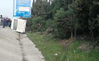 Lastiği patlayan otobüs devrildi: 18 yaralı