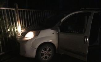 Uyuşturucuyla polisten kaçarken kaza yaptılar