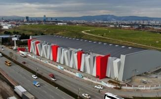 Türkiye'nin en modern atletizm salonunun pisti kaplanıyor