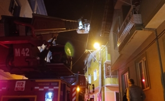 Gemlik'te korkutan yangın: Dumandan etkilenen 2 kişi hastaneye kaldırıldı
