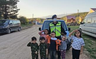 Jandarmadan çocuklara bayram hediyesi