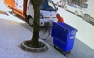 Kapüşonlu bisiklet hırsızı kamerada