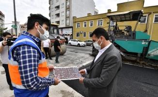 Osmangazi Belediyesi'nden tam kapanmada asfalt mesaisi