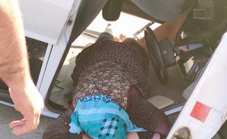 Otomobil duvara çarpıp takla attı: 1 yaralı