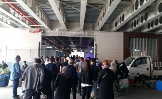Pazar izdihamı...8 gün sonra kurulan pazarlarda vatandaşlar izdihama sebep oldu