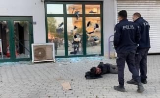 Pazaryerinin camlarını kıran saldırgan etkisiz hale getirildi