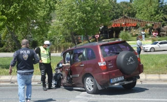Polis kontrol noktasında feci kaza