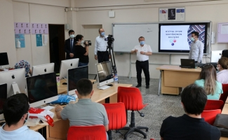 """Bursa'da 30 bilişim öğretmenine """"Dijital Oyun Tasarımı"""" eğitimi"""
