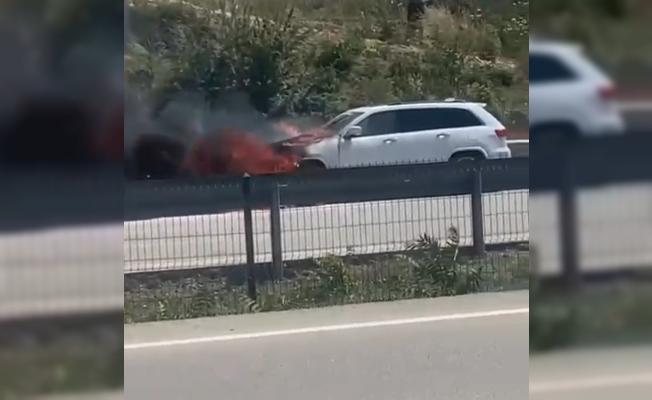 Bursa'da bir otomobil alev alev yandı